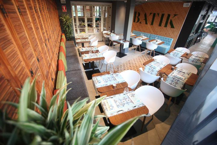 Interiores del Restaurante Batik, en la cuarta planta del mejor hostel de Málaga