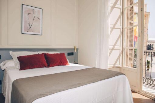 queen-size-room-malaga